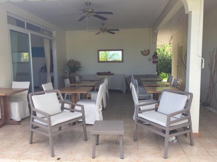 Área comum da pousada para o café da manhã com WIFI gratuito - Pensão FARE SUISSE Tahiti
