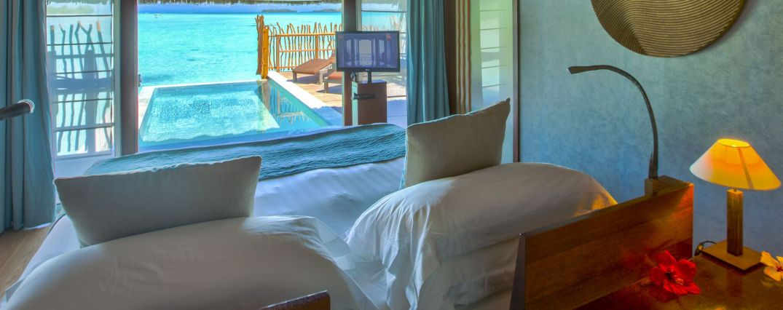 Thalasso Pool Premium Overwater Villa - Vista da Cama King Size Intercontinental Thalasso - Lua de Mel Bora Bora - Viagem Polinesia Francesa - Hotel 5 estrelas Bora Bora - Bangalô sobre as águas com Piscina Particular Bora Bora