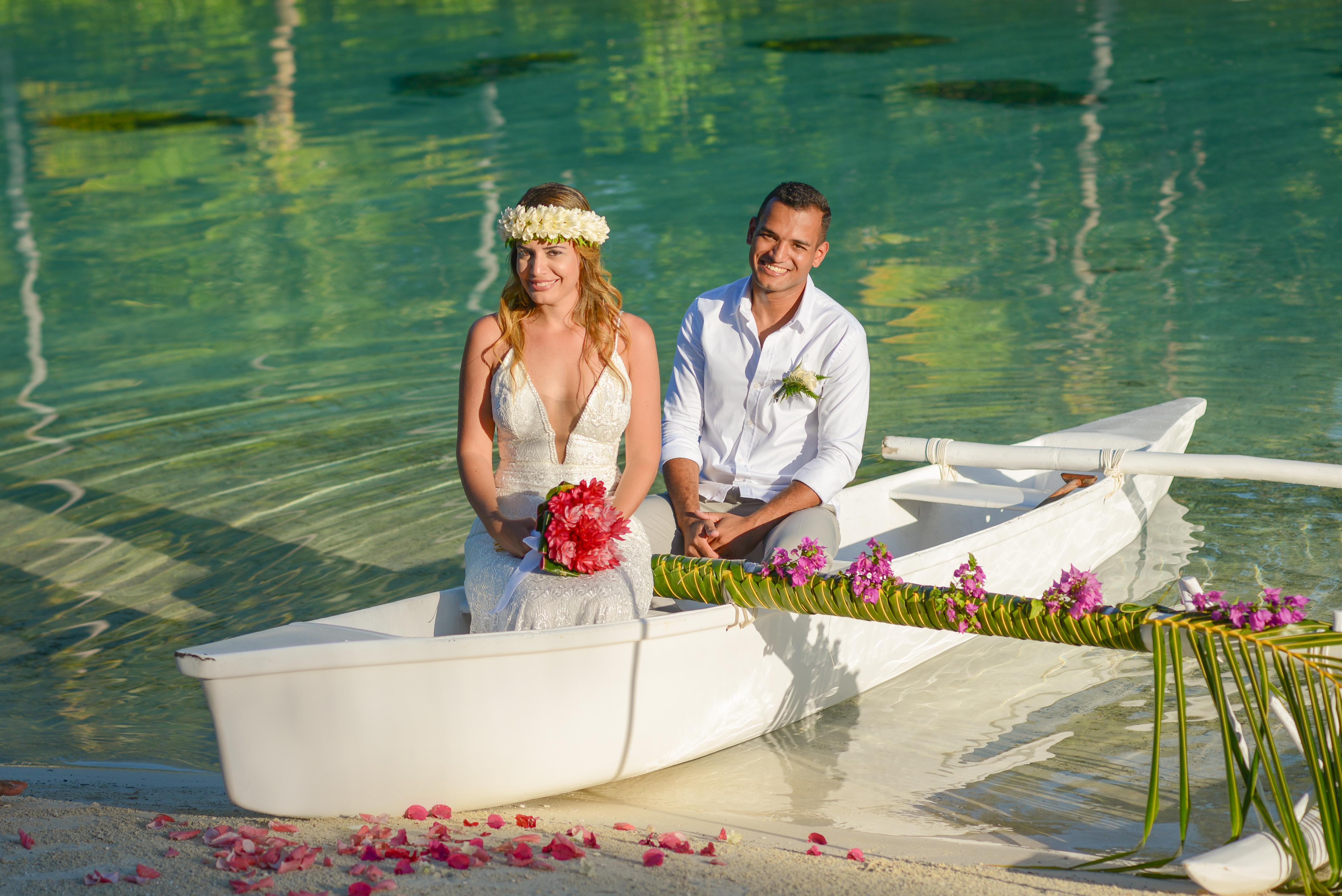 Lua de Mel Bora Bora - Cerimônia de Casamento Tradicional na Praia Intercontinental Bora Bora Thalasso - Canoa Taitiana Bora Bora