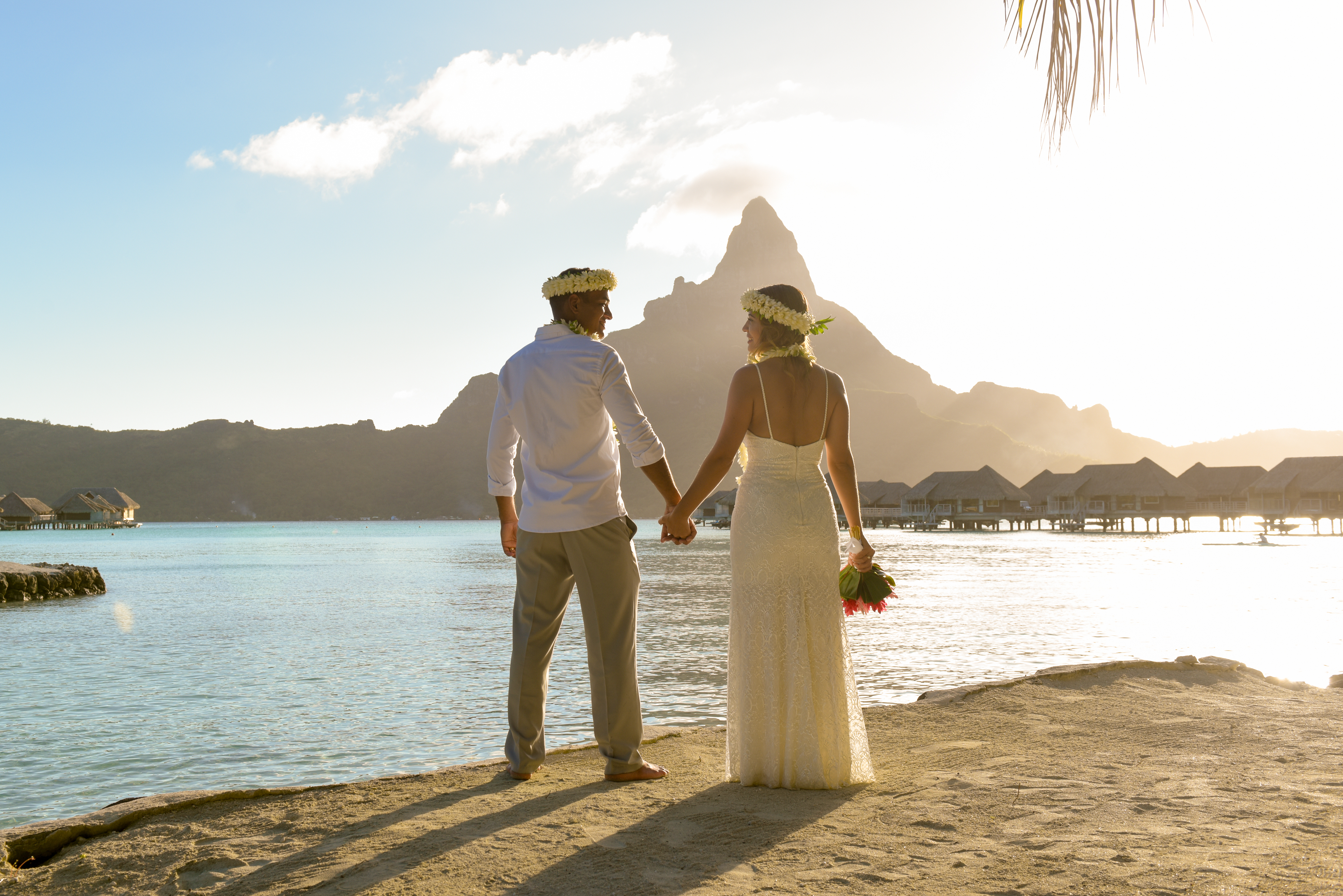 Lua de Mel Bora Bora - Cerimônia de Casamento Tradicional na Praia Intercontinental Bora Bora Thalasso - Vista Montanha Otemanu